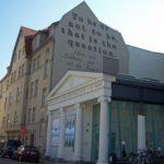 Neues Theater aus Richtung Universitätsplatz