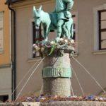 Eselsbrunnen mit der Darstellung der Sage