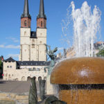 Blick auf die Marktkirche mit Göbelbrunnen im Vordergrund