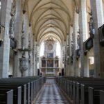 Innenansicht des Doms zu Halle mit Blick auf den Altar
