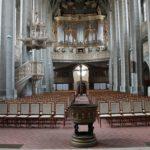 Innenansicht der Marktkirche mit Taufbecken aus Richtung Altar